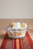 Banana pudding with cream and ameretti