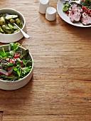 Salat, Dillkartoffeln und Lammbraten (Skandinavien)
