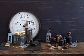 Backutensilien aus alten Zeiten für die Weihnachtsbäckerei