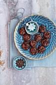 Coriander biscuits with almonds