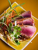 Flash-fried tuna with tea and vegetables