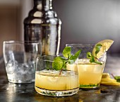 Whiskey and lemon cocktails with mint