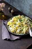 Lemon pasta with leek spaghetti and green pepper