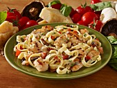 Fettuccine with tomatoes, chicken and garlic