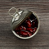 An opened tin of kidney beans