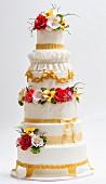 Barocke Hochzeitstorte mit Zuckerblumen-Dekoration
