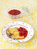 Semolina slices with redcurrant compote