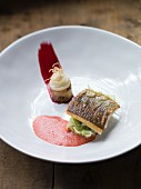 Whitefish fillet with almond-pointed cabbage