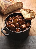 Juicy goulash with crispy white bread