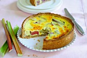 Rhubarb cake made with cream