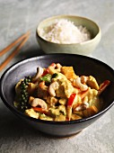 Chicken curry with cashew nuts, green pepper, sweet potatoes and mango