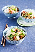 Oriental tofu curry with young peas, peppers and peppermint