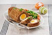 Hackbraten mit Ei zu Ostern