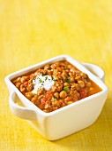 Chickpeas and sausage curry with yogurt