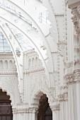 Kunstgewerbemuseum in Budapest - Das Bauwerk der ungarischen Sezessionsarchitektur wurde zwischen 1893 und1896 nach den Plänen von Ödön Lechner und Gyula Pártos gebaut