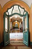Das Staatliche Geologische Institut in Budapest - errichtet 1898-1900 im ungarischen Jugendstil nach den Plänen von Ödön Lechner