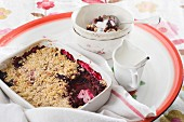 Crumble with red fruits and pomegranate seeds