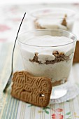 White chocolate mousse with gingerbread