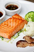 Grilled salmon fillet with vegetables and soy sauce