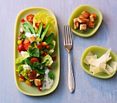 Mange tout salad with peppers and a yogurt dressing