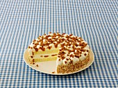 Toffee cheesecake, sliced