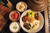 Verschiedene Gerichte aus Kaschmir im Restaurant