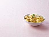 Zitronenhähnchen-Aprikosen-Curry mit gedämpftem Reis