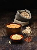 Verschiedene Hülsenfrüchte und Getreidesorten