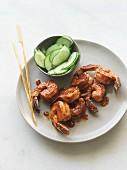 Barbecue-Shrimps mit Gurkensalat