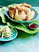 Koreanische gebackenes Hähnchen mit Sprossensalat und Dip