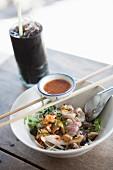 Reisnudeln mit Rindfleisch und Knoblauch, Thailand