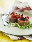 Schweinefilet auf Krautsalat mit Tomatenchutney