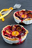 Plum tartlets in baking dishes