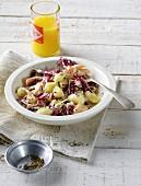 Radicchio-Gnocchi mit Räucherforelle, Haferflocken und Frischkäse