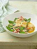 Mange tout salad with scallops