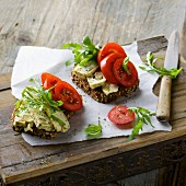 Protein bread with spiced tofu and rocket
