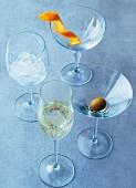 Verschiedene Gläsertypen für Cocktails, Sekt und Wein