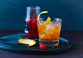 Old Fashioned mit Cocktailkirsche