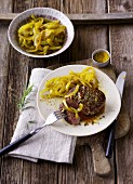 Beef fillet steak with ginger and curried onions