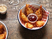 Fried prawns with pulled pork and a dip