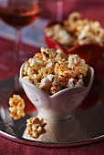 Würziges Popcorn mit Chilipulver