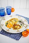 Riesengarnelen-Ravioli mit Clementinen-Salbei-Butter