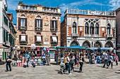 Strada Nova, tourist and street stalls, Venice, Italy