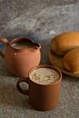 Heisses Frühstücksgetränk mit Milch und Haferflocken (Karibik)