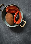 Sapote in a colander (seen from above)