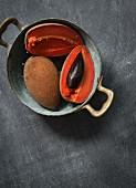 Sapote im Küchensieb (Draufsicht)