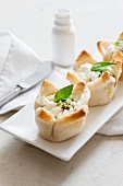 Baked eggs with spinach and feta cheese wrapped in toast