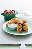 Hähnchen-Tacos mit Avocadosalsa