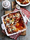 Auflauf mit Gemüsewürfeln und Käse