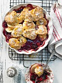 Apple crumble with berries